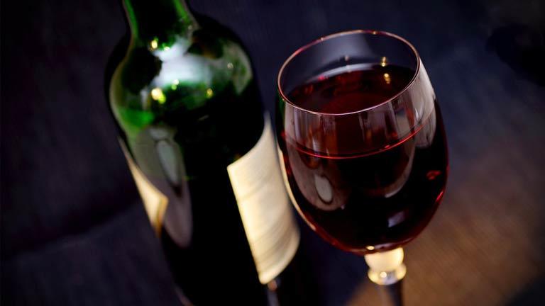 Uma garrafa de vinho serve quantas taças?