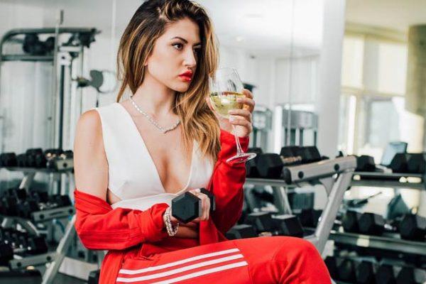 Uma taça de vinho equivale a 1h de academia, segundo estudo