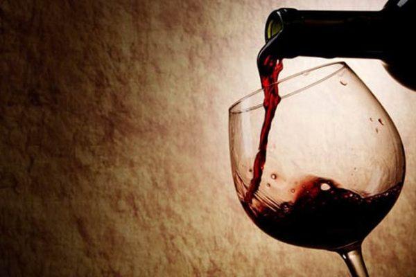Vinho mata até 99% das bactérias que causam infecção de garganta