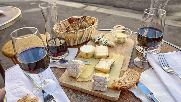 Queijos e vinhos podem evitar o Alzheimer, segundo pesquisa