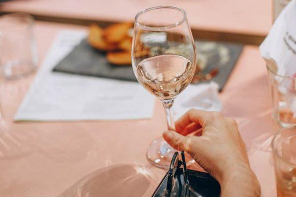 Por que você deveria dar uma chance para o Vinho Rosé