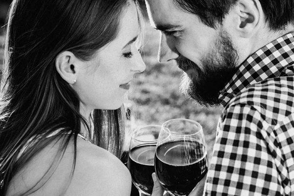Vinho tinto aumenta o desejo sexual da mulher, segundo estudo