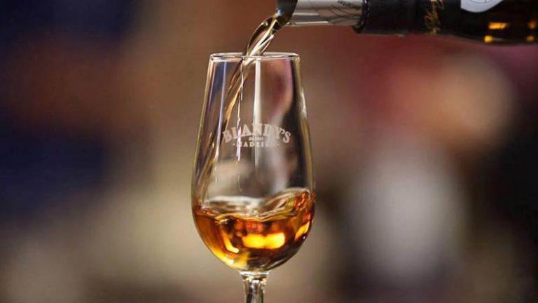 Ilha da Madeira: 6 lugares para degustar e conhecer o vinho Madeira