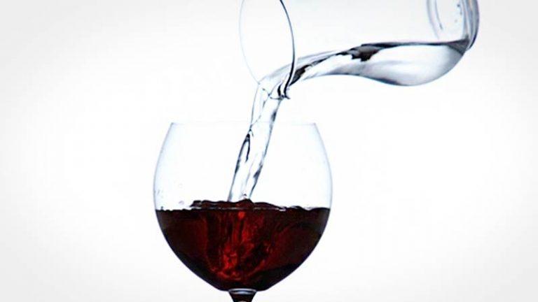 Lançaram uma taça que transforma Água em Vinho!