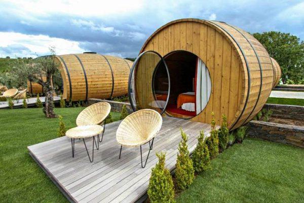 Durma em um barril de vinho gigante nesta vinícola em Portugal