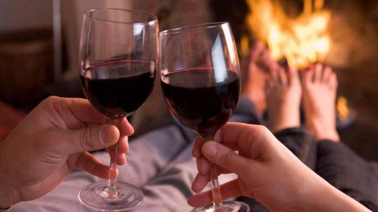Beber vinho deixa o casamento mais feliz, segundo pesquisas