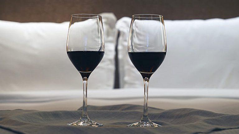 Uma taça de vinho antes de dormir ajuda a emagrecer!