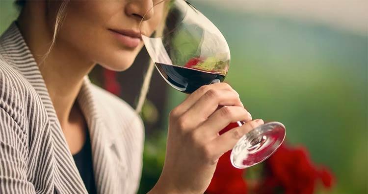 Pode tomar vinho depois da vacina?