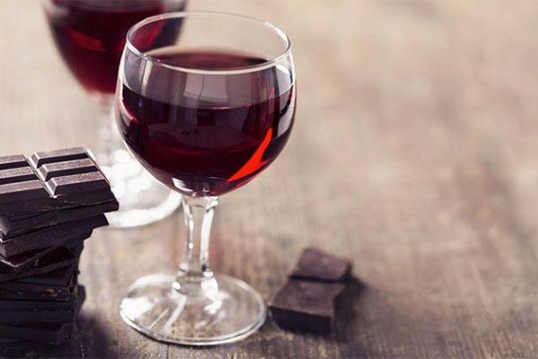 SIRTFOOD, uma dieta baseada em vinho tinto e chocolate!