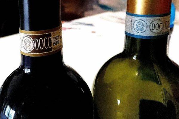 DOCG, DOC, AOC, IGT… O que são essas siglas nos vinhos?