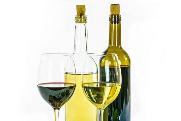 Qual a diferença entre garrafas verdes e transparentes de vinho?