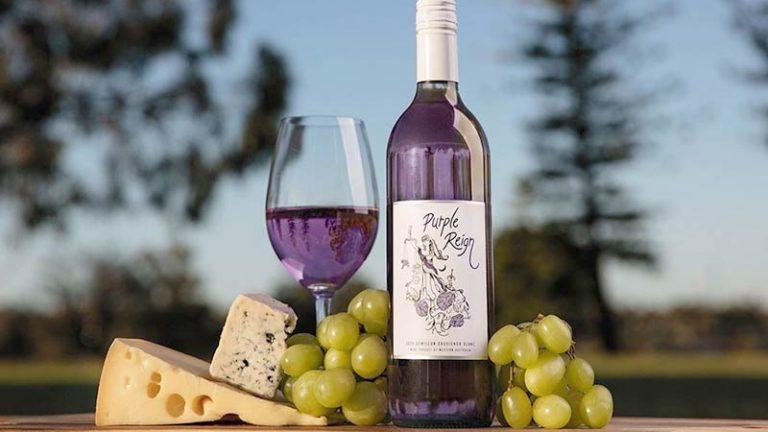 Vinícola australiana lança o primeiro vinho roxo do mundo!