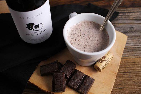 Aprenda a fazer um Chocolate Quente de Vinho