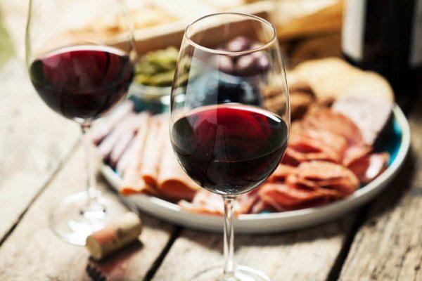 Como combinar vinho e comida