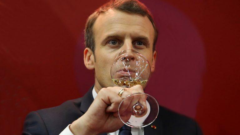 Presidente da França afirma tomar vinho todos os dias, no almoço e no jantar!