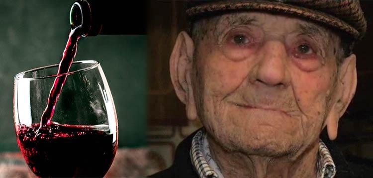 Homem mais velho do mundo tomava vinho todos os dias e dizia que esse era o segredo!