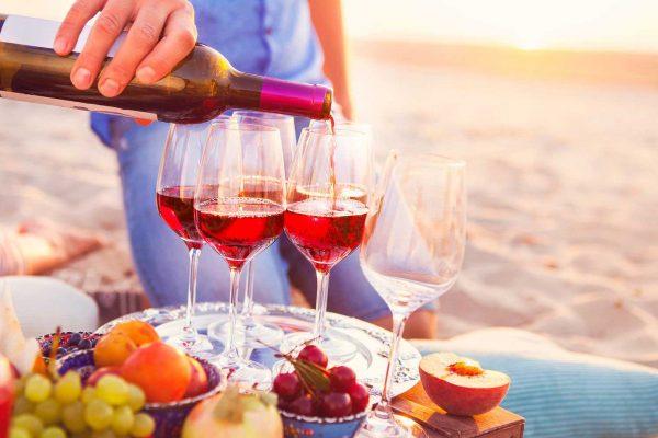 Como tomar vinho tinto no verão