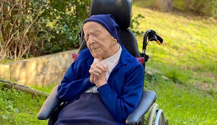 Freira de 117 anos diz tomar 1 taça de vinho todos os dias!