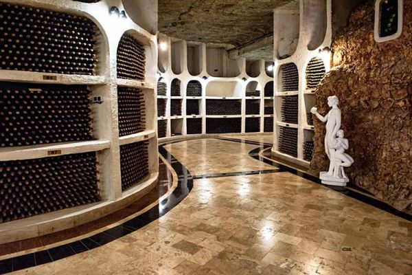 Vinícola na Moldávia tem a maior adega do mundo, são 1,5 milhões de garrafas!